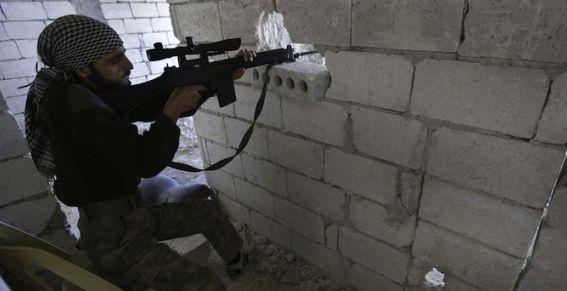 La France poursuit son pressing pour la livraison d'armes à l'opposition syrienne