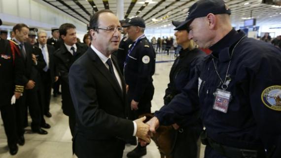 Vigipirate : Hollande à Roissy