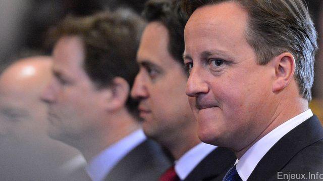 Législatives britanniques : David Cameron l'emporte haut la main à la surprise générale