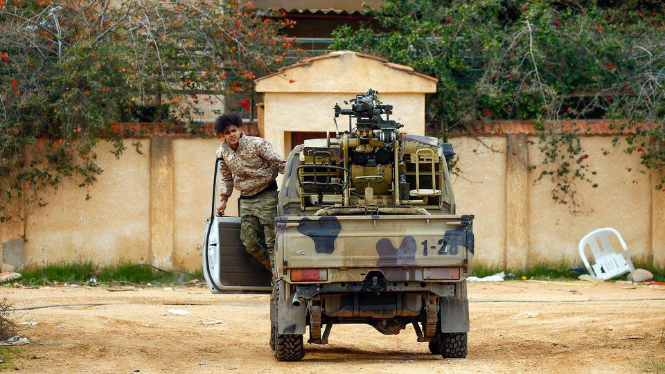 Les deux protagonistes du conflit libyen suspendent leur participation aux négociations de Genève