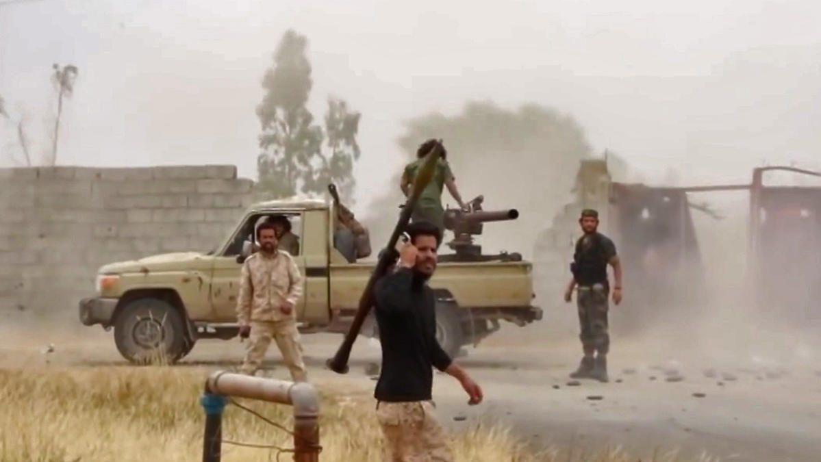 Libye : au moins quatre civils tués dans des tirs de roquettes sur Tripoli