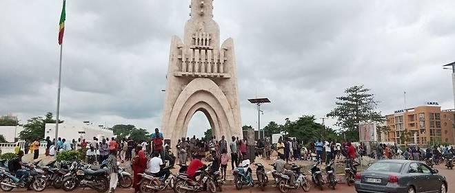 Alger dénonce de manière ambiguë le putsch au Mali
