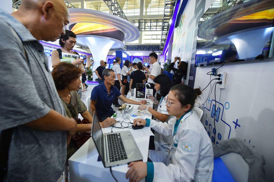 Chine : les services poursuivent leur reprise malgré un léger ralentissement