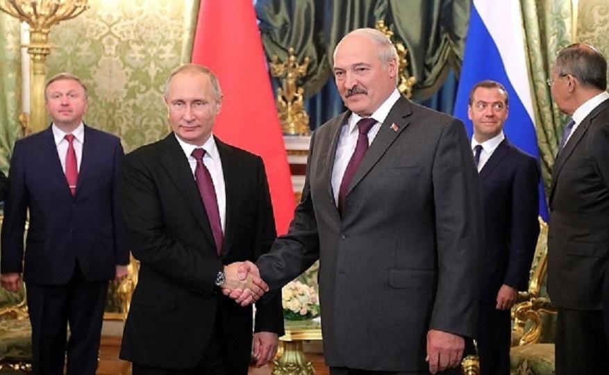 Vladimir Poutine réaffirme son soutien au président biélorusse contesté Alexandre Loukachenko