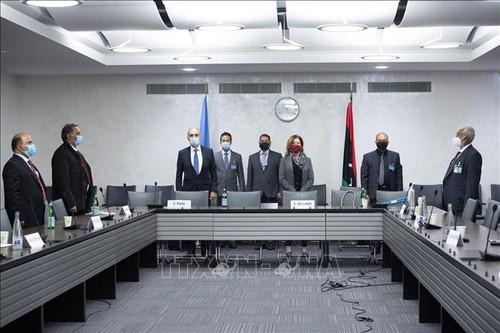 Libye : les belligérants signent un accord de cessez-le-feu à Genève