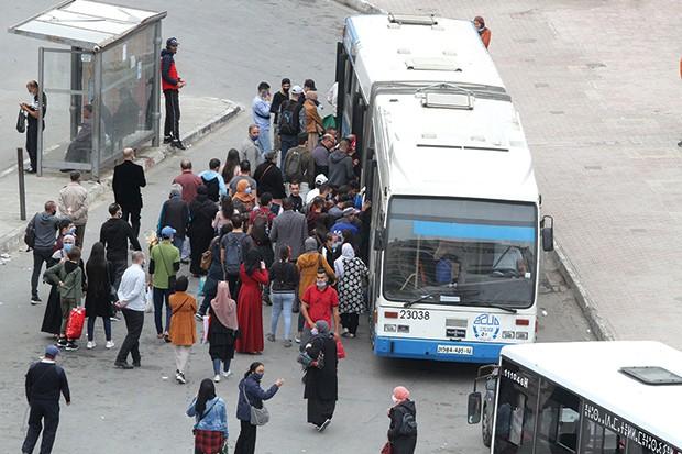 L'Algérie renforce les restrictions face à la multiplication des cas de Covid-19