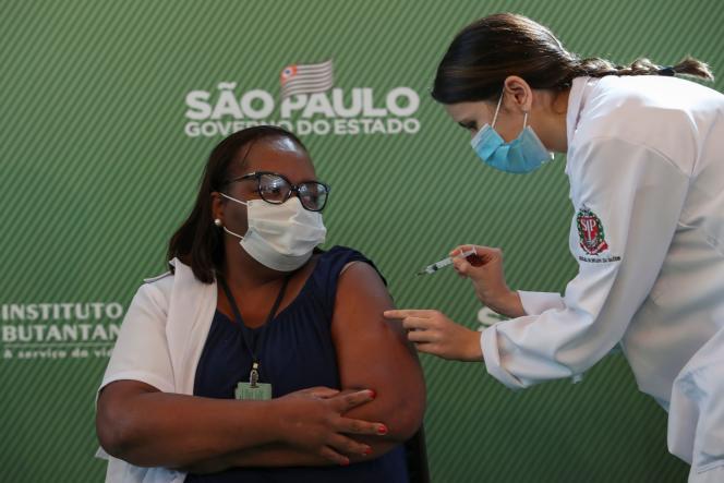Le Brésil lance sa campagne de vaccination contre le Covid-19