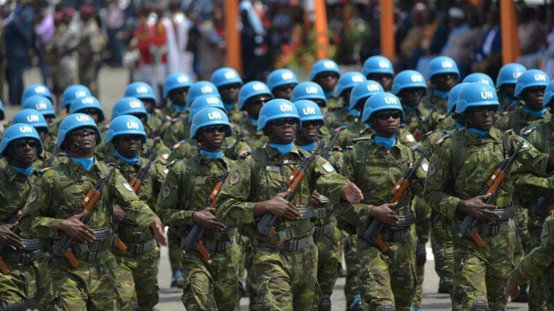 Une vingtaine de Casques bleus blessés dans l'attaque de leur camp au centre du Mali