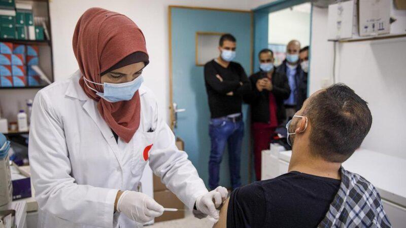 Les Palestiniens dénoncent le blocage par Israël des vaccins contre le Covid-19