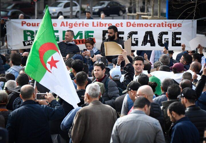 Algérie : Le Hirak ne lâche pas prise pour faire tomber le régime vert-kaki