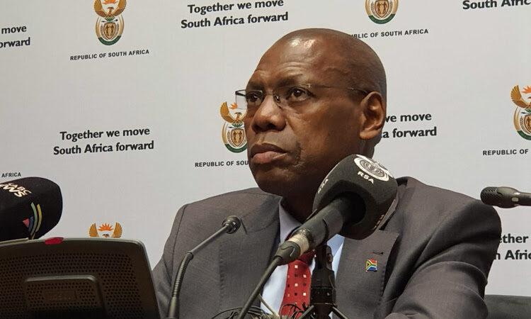 Deux proches du ministre sud-africain de la Santé font impliqués dans une affaire de corruption