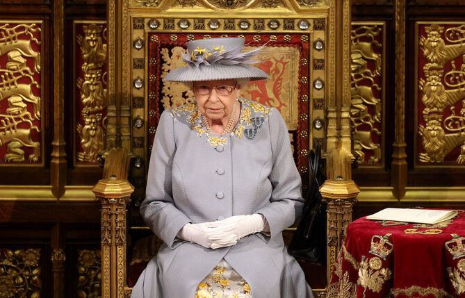 La reine Elizabeth II d'Angleterre va recevoir en personne le couple Biden