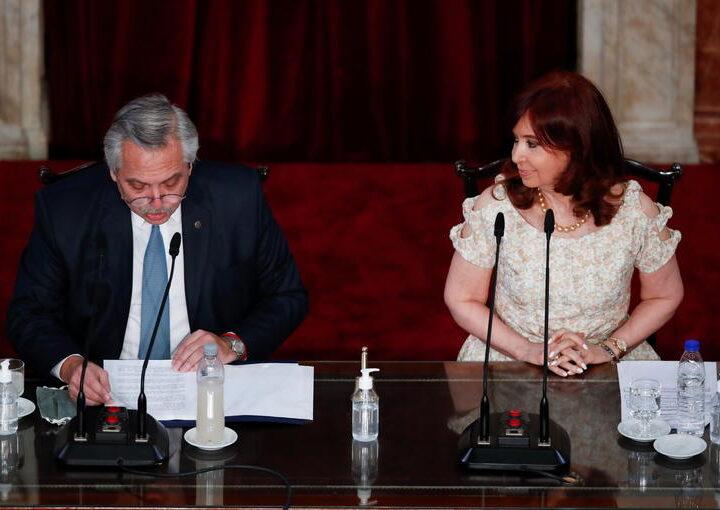 L'Argentine: Démissions en série des ministres