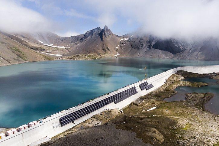 La Suisse: La centrale solaire la plus grande des Alpes a commencé à produire de l'électricité